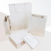 ハイグレードの紙袋%2C服/食品/化粧品、紙包装袋は黒/白/吹き13*19*63色が選択肢を提供